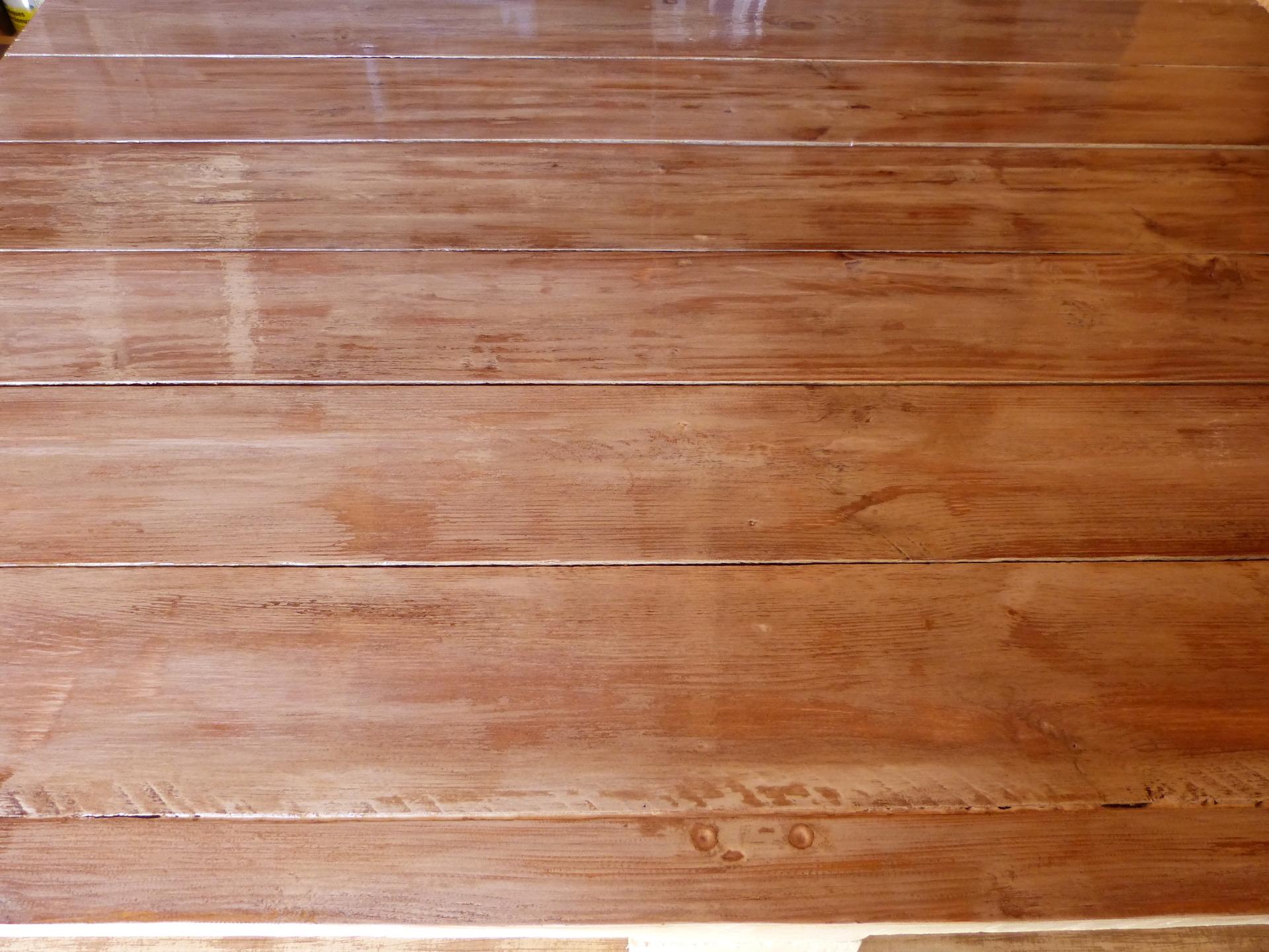 Bureau En Palette De Bois : meubles-et-rangements-bureau-en-bois-de-palette-recycle-16208607